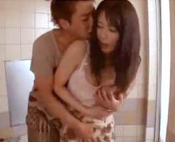 【沢井亮 女性向け】主人がいるのに…濡れた服から見えた下着に修理業者のお兄さんがサカっちゃってお風呂場でそのまま襲われちゃう。こんなの初めてだけど、久々に触られて感じちゃう…