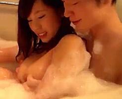 【ムータン 女性向け】泡風呂でいちゃいちゃした後はベッドで濃厚えっち♡腰を押さえ込まれて奥までピストンされて、、シーツにしがみつきながら快楽に溺れちゃう