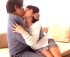 【貞松大輔】アニメ声のコンプレックスを忘れちゃうような優しい人に出会って、セックスを気持ち良いって思えるようになった。優しい唇での愛撫と、大きな手のひらの温かさに心まで火照ってきちゃう初めての彼氏との処女喪失セックス