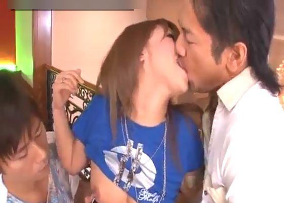 小田切ジュンと阿川陽志のエロメン二人でノリノリのギャルちゃんをいやらしくしちゃう無修正女性向け