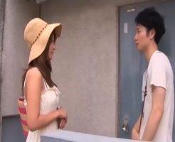東京で一人暮らしを始めたムータンが部屋に開いた穴の隙間から見たものは隣人の一人エッチだった…