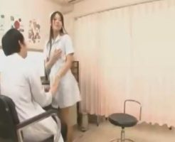 診療所の院長がナースに好き放題いたずら。診療中にこっそり体を触られてるのに、患者さんが近いせいかドキドキ【山田万次郎】 女性向け無料アダルト動画