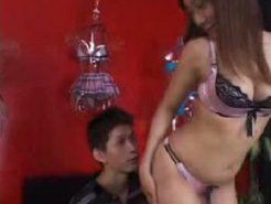 【矢吹涼】彼女のプレゼントにセクシー下着を買いにきたお兄さんが店員の誘惑にたじたじ… 女性向け無料アダルト動画