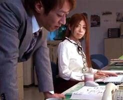 【沢井亮 女性向け】私が結婚するのを知った、残業で2人きりになった後輩くんが突然…!凌辱されてるのに強引さに負けて、オフィスでセックスしちゃう。嫌だと思ってるのに快楽に負けて…