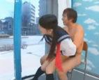 【しみけん】スリルのあるセックスにハマっちゃったJK…マジックミラー号で外から丸見えかと錯覚しながら、セーラー服で騎乗位で突き上げられちゃう 女性向け無料アダルト動画