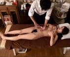 イケメンマッサージ師のテクニックが良すぎて…ぬるぬるオイルマッサージで全身ほぐされ、そのままエッチしちゃう巨乳美女