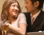 友達とWデート中に肉食系女子の友達が彼氏を誘惑。居酒屋で飲みながら酔った勢いでボディタッチからの寝取りエッチ